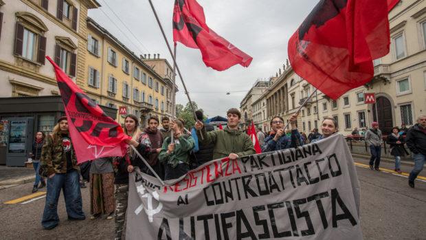 25 aprile, migliaia di persone al corteo dell'Anpi a Milano