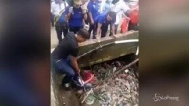 C'è un mare di plastica nel canale indonesiano