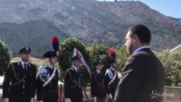 Capaci, Salvini depone corona d'alloro in memoria di Falcone