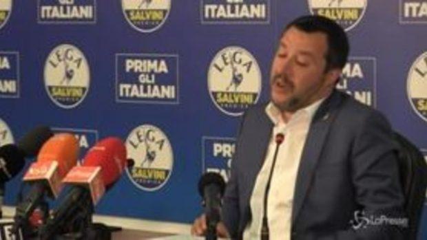 """Salvini: """"Io bullo e bimbominkia? Fatevi una vita, bevete una tisana"""""""