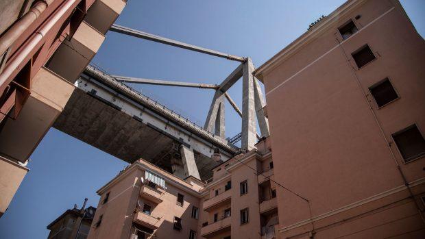 Genova, sequestrati monconi del ponte Morandi. Si cercano i dispersi