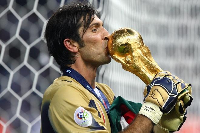 Buffon saluta Juve e Nazionale: le immagini più belle di una carriera straordinaria