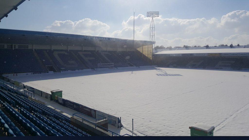 Lo stadio innevato del Gillingham, rinviato a causa di Burian il match contro il Rotherham