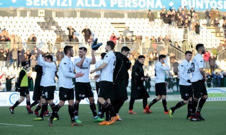 Pro Vercelli-Pro Patria 10 febbraio: si gioca per il gruppo A della Serie C. La capolista è favorita per la conquista dei 3 punti.