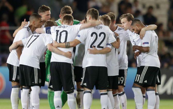 Elite League 15 novembre: si giocano 3 gare del torneo riservato alle nazionali Under-20. In campo anche gli azzurrini contro la Germania.