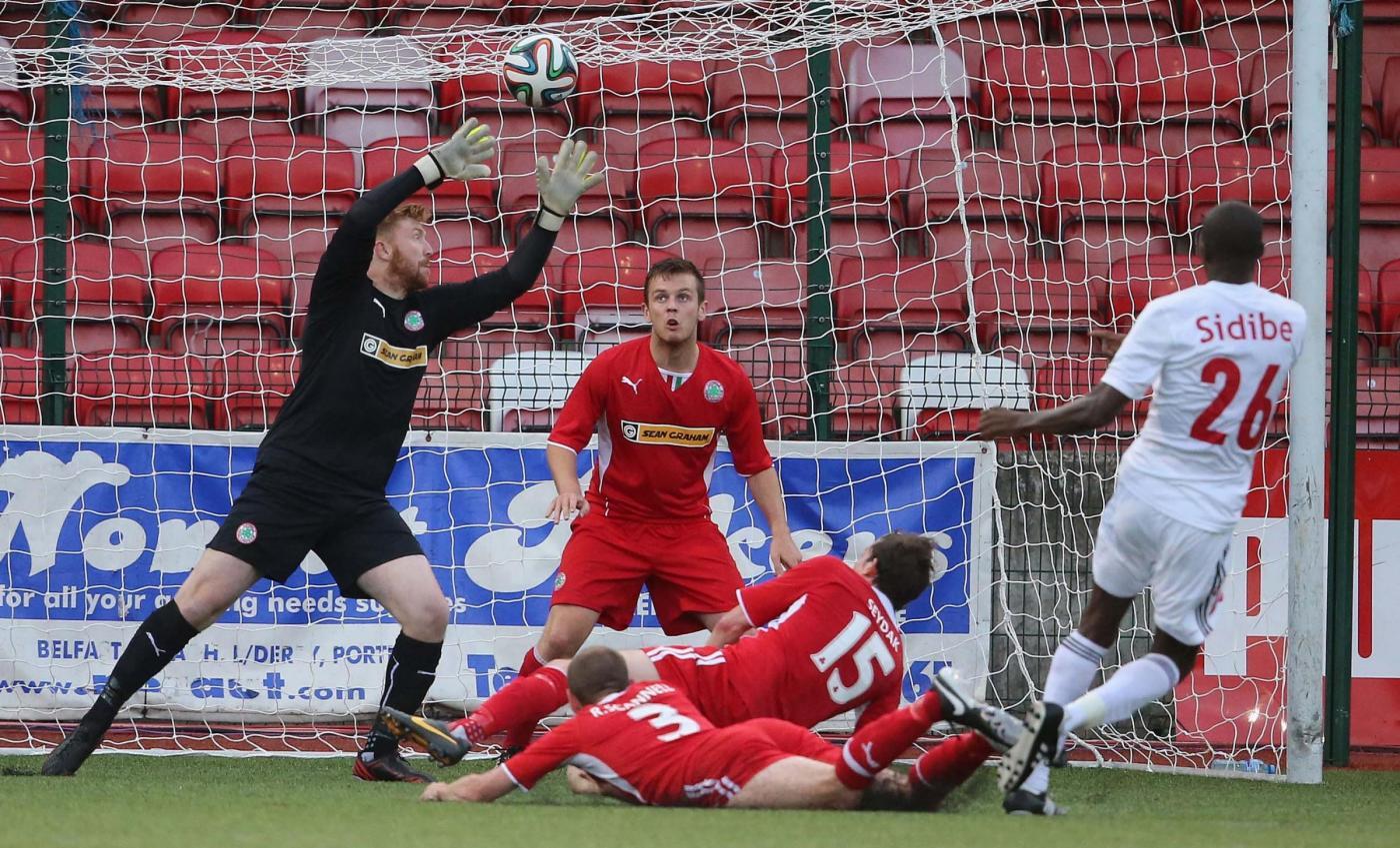 Cliftonville-Glentoran 30 marzo: match dell'ultima giornata della stagione regolare della Serie A dell'Irlanda del Nord.