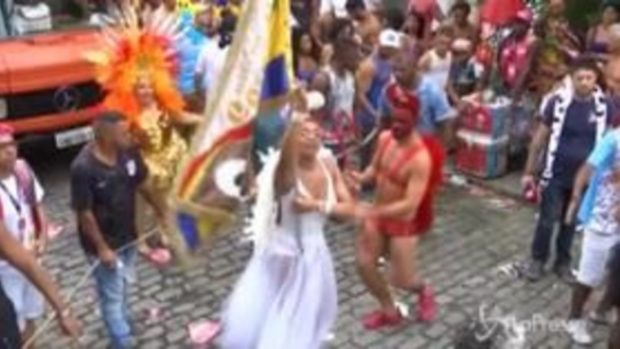 Brasile, è iniziato ufficialmente il carnevale di Rio de Janeiro
