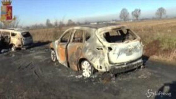 A1, fallito assalto a portavalori a Lodi: le immagini delle auto bruciate