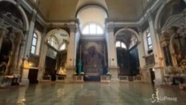 Venezia arriva picco dell'acqua alta: 155 cm. La chiesa di San Moisè invasa dall'acqua