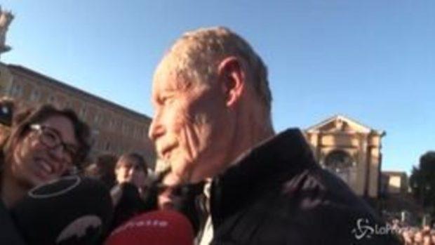 """Sardine a Roma, Erri De Luca: """"La democrazia è questa piazza"""""""