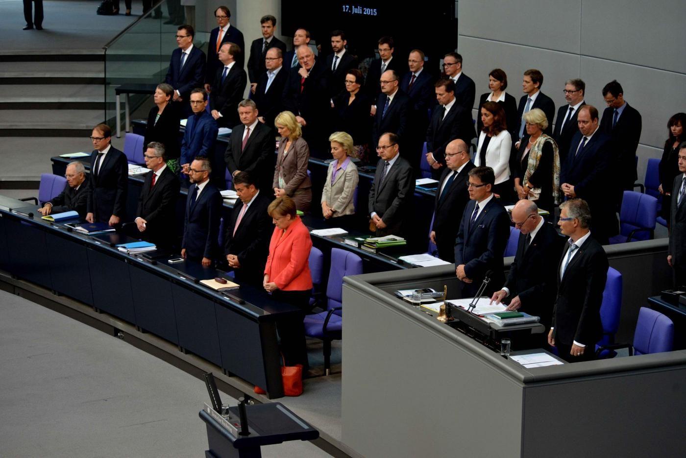 Grecia oggi voto parlamento tedesco fitch alza rating di for Oggi in parlamento