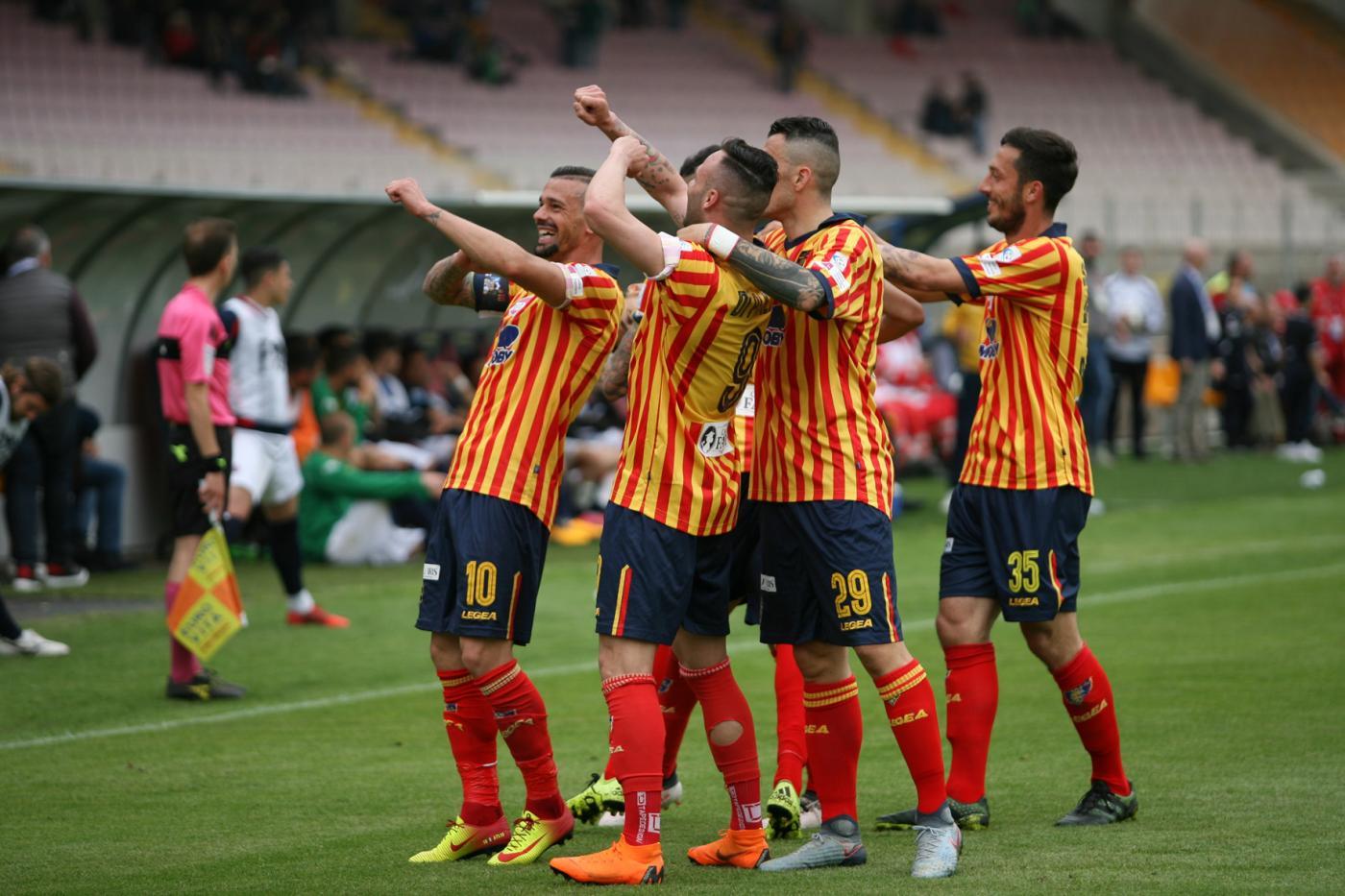 Serie B, Lecce-Cremonese domenica 25 novembre: analisi e pronostico della 13ma giornata della seconda divisione italiana