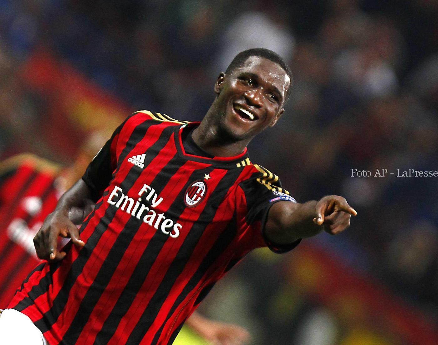Mercato Milan 21 giugno: Zapata lascia i rossoneri a parametro zero, ma dovrebbe continuare a giocare in Serie A. 2 club su di lui.