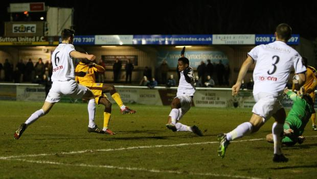 Slough-Sutton 20 novembre: si gioca il replay dei 128 esimi di finale della coppa nazionale inglese. Ospiti favoriti per la qualificazone.